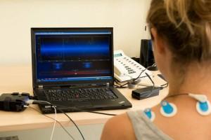 Bei der Biofeedback-Therapie lernt der Patient, den Schmerz über ein psychologisches Rückkopplungssystem zu mindern. Foto: Uniklinikum Würzburg