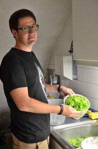 Salat ist laut Kilian Schick ein unverzichtbarerer Bestandteil eines jeden gemeinsamen Mahls. Foto: Pat Christ