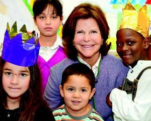 I. M. Königin Silvia von Schweden hat 1999 die Childhood Foundation gegründet und setzt sich seitdem weltweit für die Verwirklichung von Kinderrechten ein. Besonders freue sie sich, dass die Region Mainfranken GmbH zusammen mit 12 weiteren Unternehmen in Würzburg als erste die Childhood-Ausbildungscharta unterzeichnet hat, so die schwedische Königin. Foto: Jens Rötzsch/World Childhood Foundation