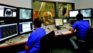 Ob medizinische Transportdienste, die Vernetzung mit überweisenden Notärzten oder Intensivstationen, das Schlaganfall- oder Herzinfarkt- Netzwerk - deutschlandweit ist das Würzburger Uniklinikum in Sachen IT-Einsatz, um Leben zu retten, bestmöglich aufgestellt. Foto: Uniklinikum Würzburg