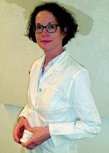 """Im Alter führen vermehrt Zahnfleischerkrankungen zu Veränderungen der Zahnstellung bis hin zum Zahnverlust. """"Zuerst muss die jedoch die Entzündung behandelt werden, bevor die entstandenen Zahnfehlstellungen kieferorthopädisch korrigiert werden können"""", so Professor Dr. Stellzig-Eisenhauer. Foto:  Römmelt, Uniklinikum Würzburg"""