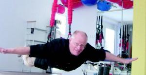 Schwingen, schweben, fliegen: Das 4D-Training bringt neben dem physischen Erfolg auch jede Menge Spaß. Foto: physio-centrum Krausa + Wirth