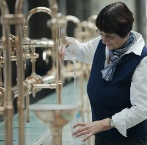 Die Brunnendamen in Bad Kissingen sind Ansprechpartner, wenn es darum geht das Heilwassertrinken richtig zu praktizieren. Foto: © Bayer. Staatsbad Bad Kissingen GmbH