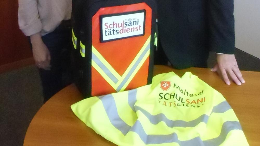 Neuer Erste Hilfe-Rucksack für den Schulsanitätsdienst am Matthias ... | {Schulsanitätsdienst ausrüstung 67}