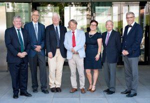 v.l.n.r.: Prof. Dr. Wolfgang Riedel (Vizepräsident der Universität Würzburg), Prof. Dr. Dietrich Kabelitz (Sprecher des Externen Wissenschaftlichen Beirats des IZKF, Universitätsklinikum Schleswig-Holstein), Prof. Dr. Konrad Müller-Hermelink, (Sprecher des IZKF von 1996 - 2009), Prof. Dr. Thomas Hünig (Sprecher des IZKF), Dr. Thelen-Frölich, Geschäftsführerin des IZKF, Prof. Dr. Georg Ertl (Ärztlicher Direktor des Universitätsklinikums Würzburg), Prof. Dr. Matthias Frosch (Dekan der Medizinischen Fakultät Würzburg) Foto: Angie Wolf/ IZKF Würzburg
