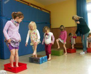 Ab 5. September werden bis zu 37 Kinder spannende Erlebnisse wie eine Fühlstraße in der neuen Johanniter-Kindertagesstätte Am Seelein am Heuchelhof erleben. Foto: Christoph Fleschutz / Johanniter