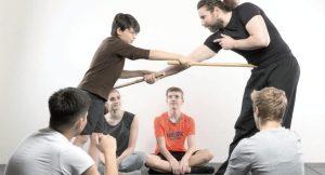 """""""Pekiti-Tirsia Kali ist ein realistisches System, bei dem von Beginn an auch mit und gegen Waff en trainiert wird, um sich gegen Angreifer wehren zu können"""", so Altenhöfer. Foto: No4 Aktivzentrum"""