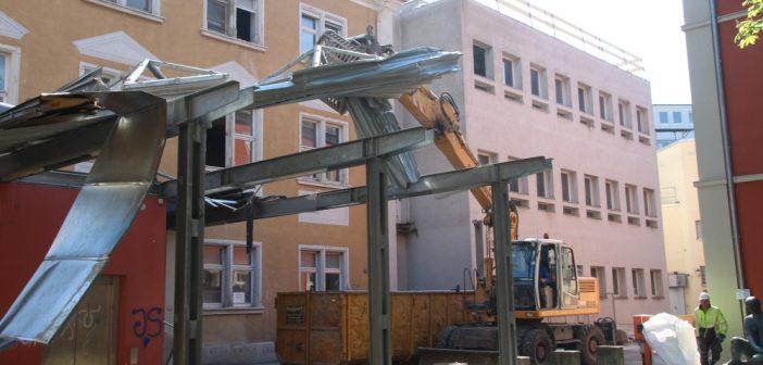 Rückbau der ehemaligen Poliklinik beginnt